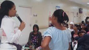 Líderes del centro promoviendo la prevención.