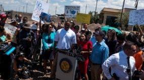 Los manifestantes piden el cierre de los centros de detención de inmigrantes en la frontera.