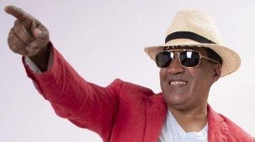 El merenguero Kinito Méndez alista concierto.