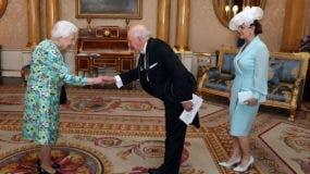 Hugo   Guiliani presenta credenciales ante la Reina Isabel II de Inglaterra.  FUENTE EXTERNA