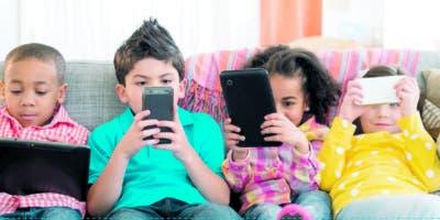 Un niño de menos de 14 años no debe tener celular con wasap,  por la presión social y despersonalización de esta comunicación.