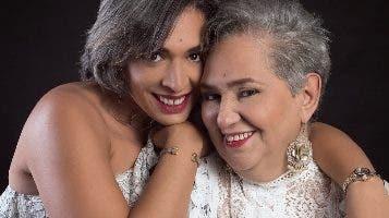 Tessie Sánchez junto su madre Teresa Aída.