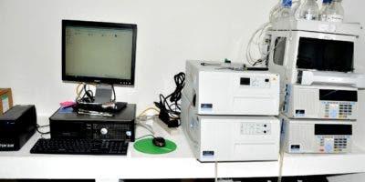 Parte de los equipos y objetos incautados en el laboratorio Cedotec.  Carolina Fernández