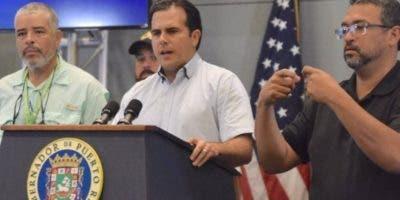 El gobernador Ricardo Rosselló intenta calmar los ánimos.