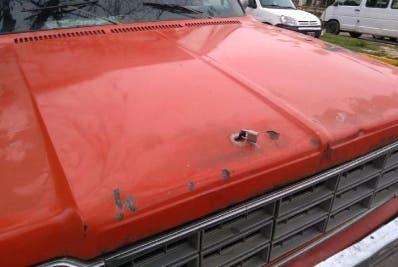 Le puso candado a su vehículo por robo 50 baterías
