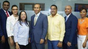 Winston Santos y su equipo  de trabajo, el  director de EL DÍA, José P. Monegro, y las periodistas Yanet Féliz y Senabri Silvestre.  Elieser Tapia.