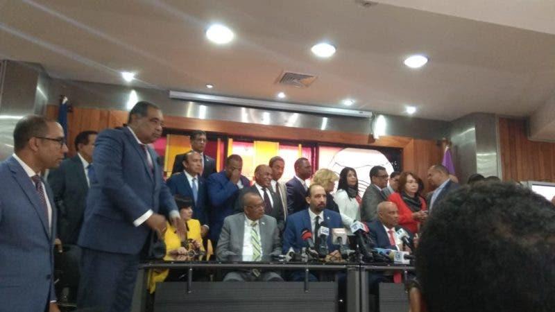 Diputados leonelistas no votarán en sesión hasta que se retiren policías y militares del Congreso