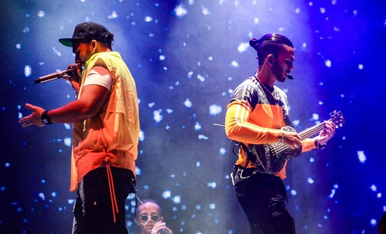 Manuel Turizo y su hermano Julián durante su actuación en el país.  Fuente externa.