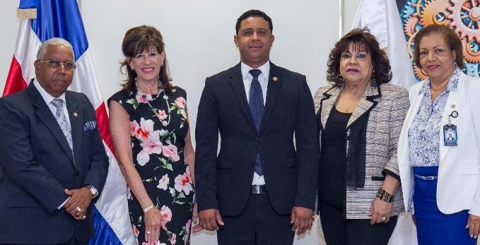 Cristóbal Polanco,  Robin   S. Berntein, Milton Reyes, Marcia Corporán y Rosa Marte.