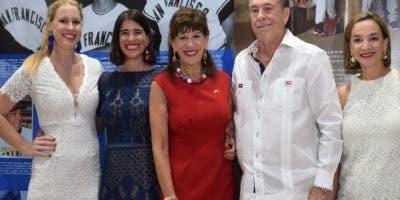 Alexandra Bernstein, Julia Bernstein, Robin Bernstein, Richard Bernstein y  Darys Estrella.