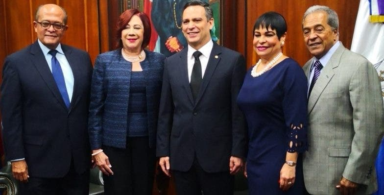José Silié Ruiz, Ingrid Ruiz de Silié, Henry Molina Peña, Celeste Silié Ruiz y Juan Julio Castellanos.