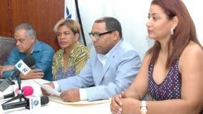 Ulises Jiménez, delegado de la plancha Azul, Carmen L. Beato, Fausto Polanco y Yenny Polanco.