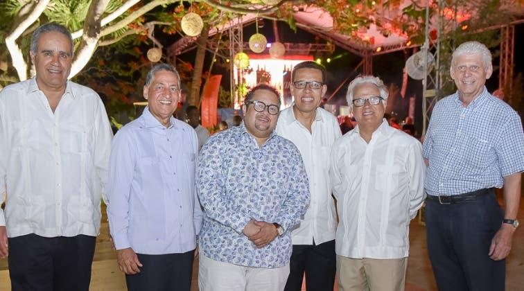 Jaime Tavárez, Humberto Pichardo, Sandy Gabriel, Reinaldo Soto, Luis López y Peter Wuest.