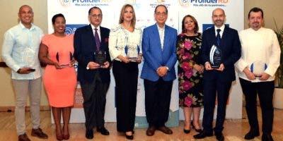 Luis Felipe Aquino y Luisa de Aquino junto a las personalidades reconocidas en la BTC 2019.