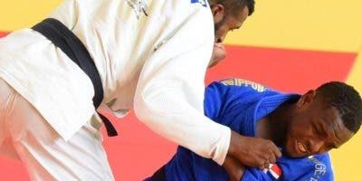 Lewis Medina en uno de sus combates en Juegos de Barranquilla, Colombia.