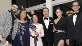 Jomari Goyso, Nerys Díaz, Olga Cruz de González, Carlos Salgado, Luz García y Francisco Sanchís.