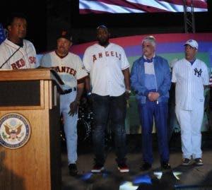 Pedro Martínez agradece el reconocimiento y demanda seguridad para las grandes figuras del béisbol en el país.