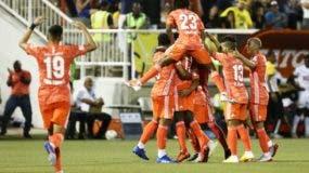 Jugadores del Cibao FC celebran su pase a la final del torneo de la Liga Dominicana de Fútbol.