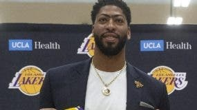 Anthony Davis ya se presemtó con los Lakers.