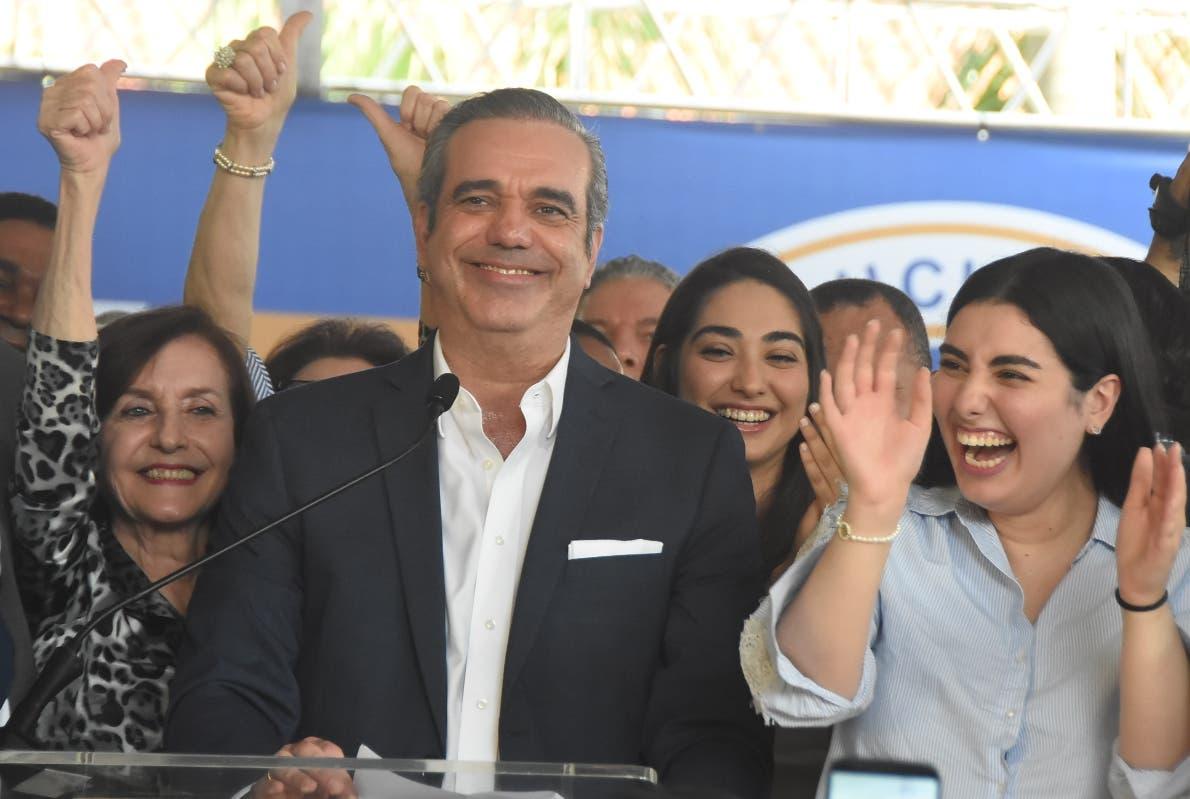 Abinader pide a sus partidarios ser humildes