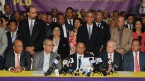 Una nutrida delegación de los seguidores de Fernández explicaron las razones de su posición contra una reforma constitucional.  NICOLÁS MONEGRO