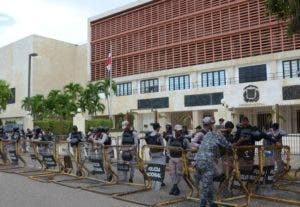 Unidades policiales retornaron al Congreso. josé de león
