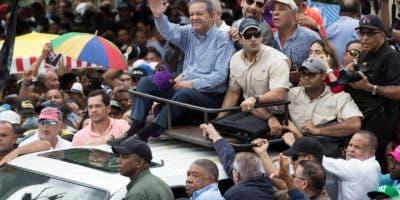 Leonel  fue ovacionado   desde su llegada por miles de simpatizantes que participaron en la concentración.  Alberto Calvo