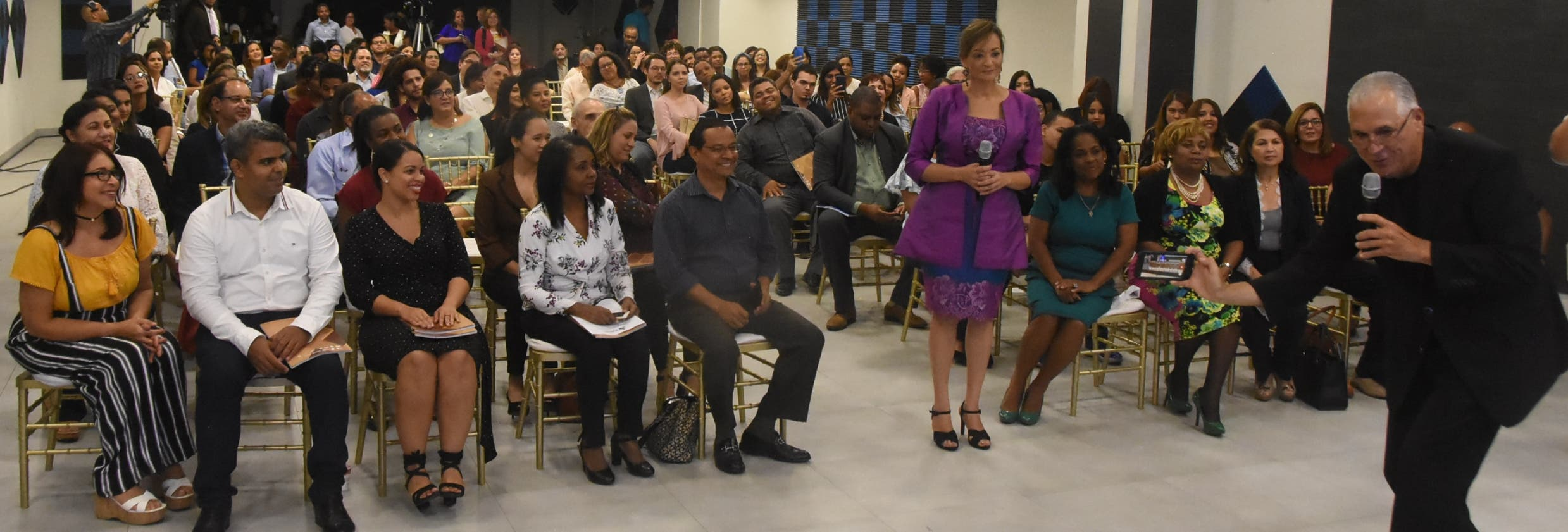 Vicente Pimienta grabó un vídeo junto a Lady Reyes y sus invitados  despidieron del octavo encuentro.