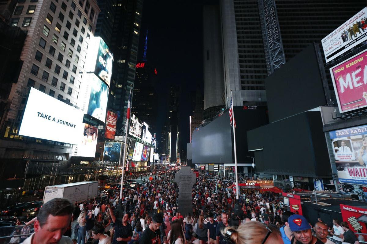 Un gran apagón en NYC deja a oscuras Broadway y Times Square