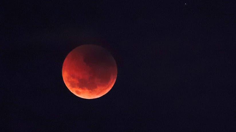 Último eclipse lunar parcial del año.