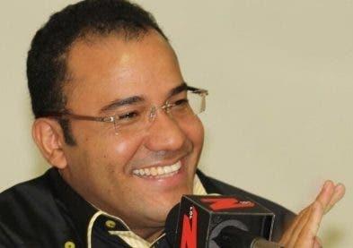 Salvador Holguín, productor de televisión.
