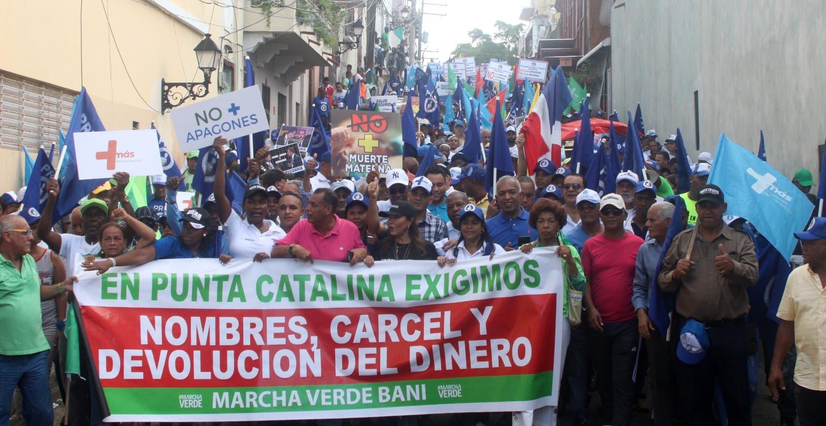 Militantes del PRM representaron la mayoría  entre los miles de  participantes en la marcha. José de León