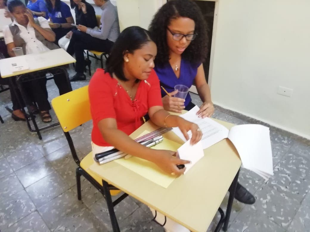 Educación realiza primer concurso de Oposición Docente para educadores con discapacidad visual o auditiva