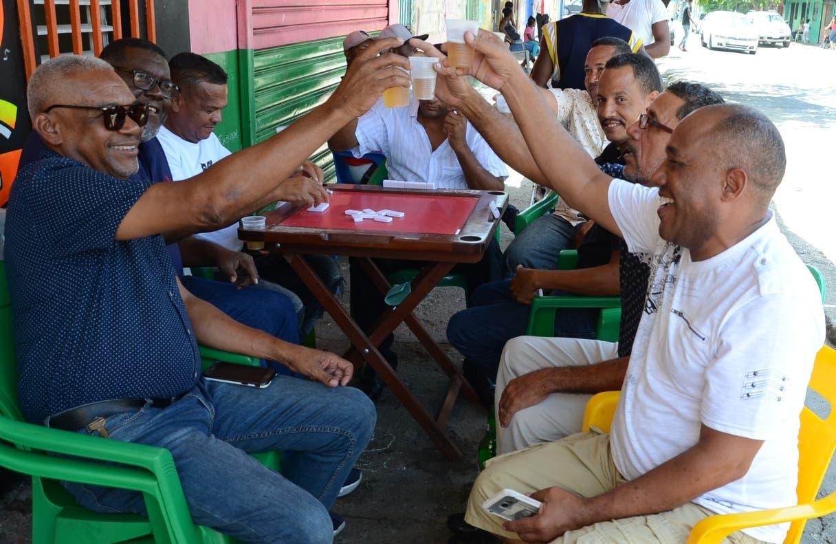 Padres celebran su día con poco movimiento en la calle