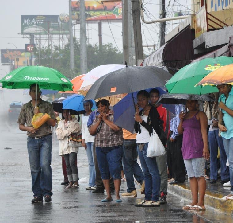 Lluvias continuarán este lunes; hay cinco provincias en alerta