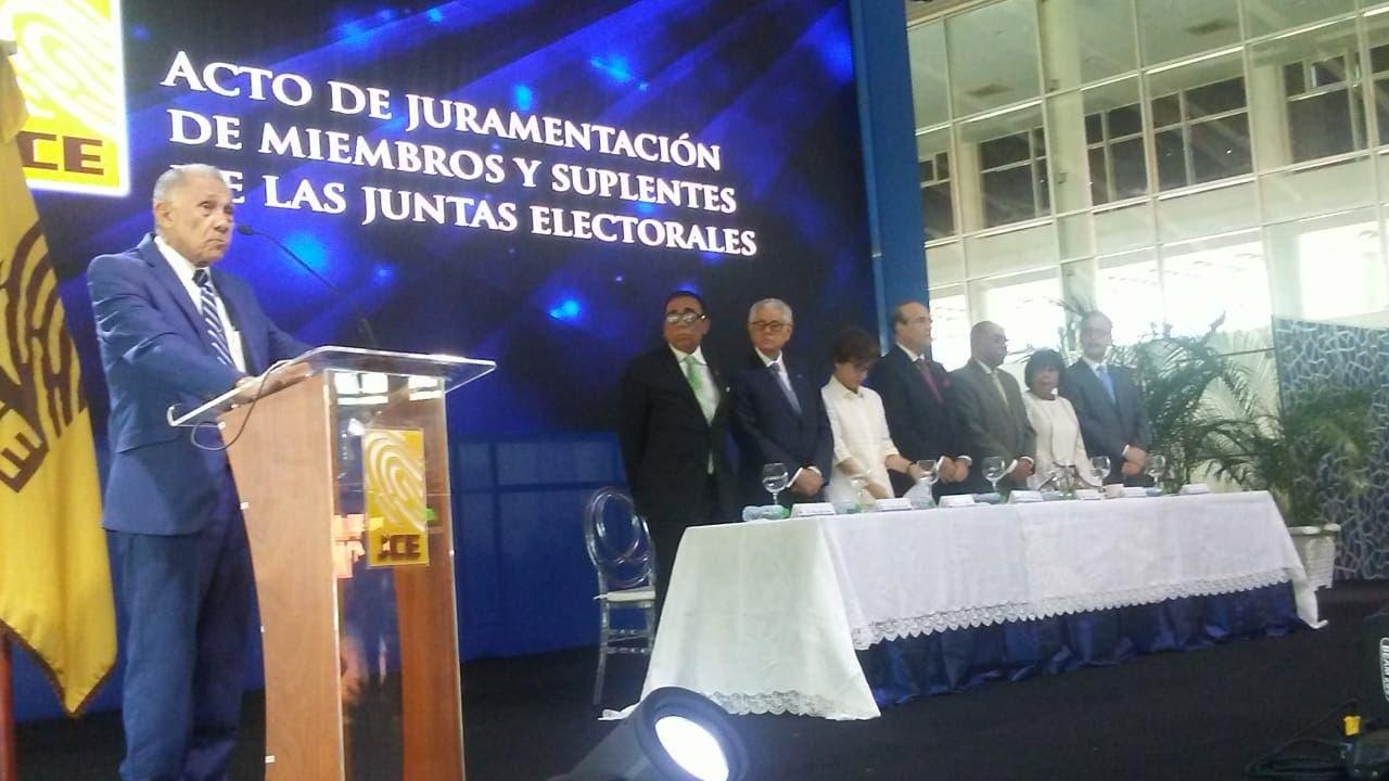 Ezequiel Molina habló en la juramentación de miembros y suplentes de 158 Juntas Electorales.