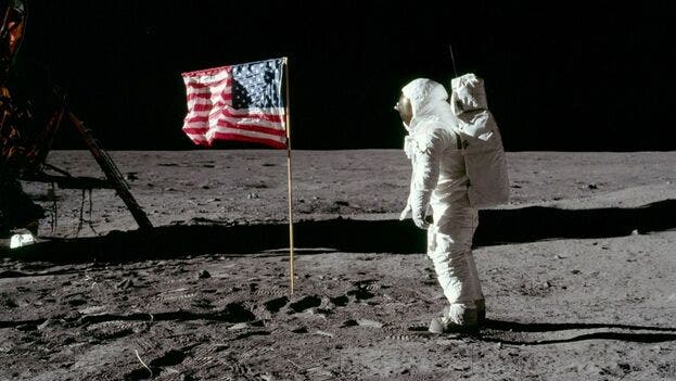 armstrong-gravedad-luna-existente-tierra_cymima20190716_0004_13