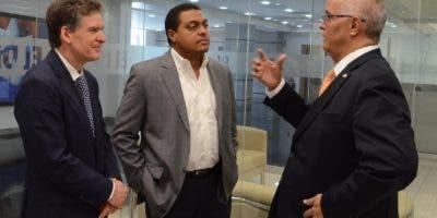 José Alfredo Corripio, presidente de Editora Hoy; José Monegro,  director de EL DÍA, y Ángel Canó, director de CNE.José de León