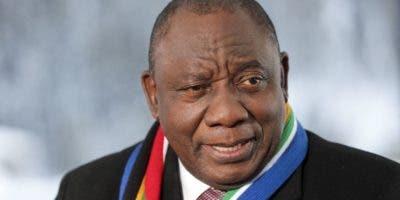 """Cyril Ramaphosa, acusó hoy a Estados Unidos de estar """"celoso"""" de Huawei."""