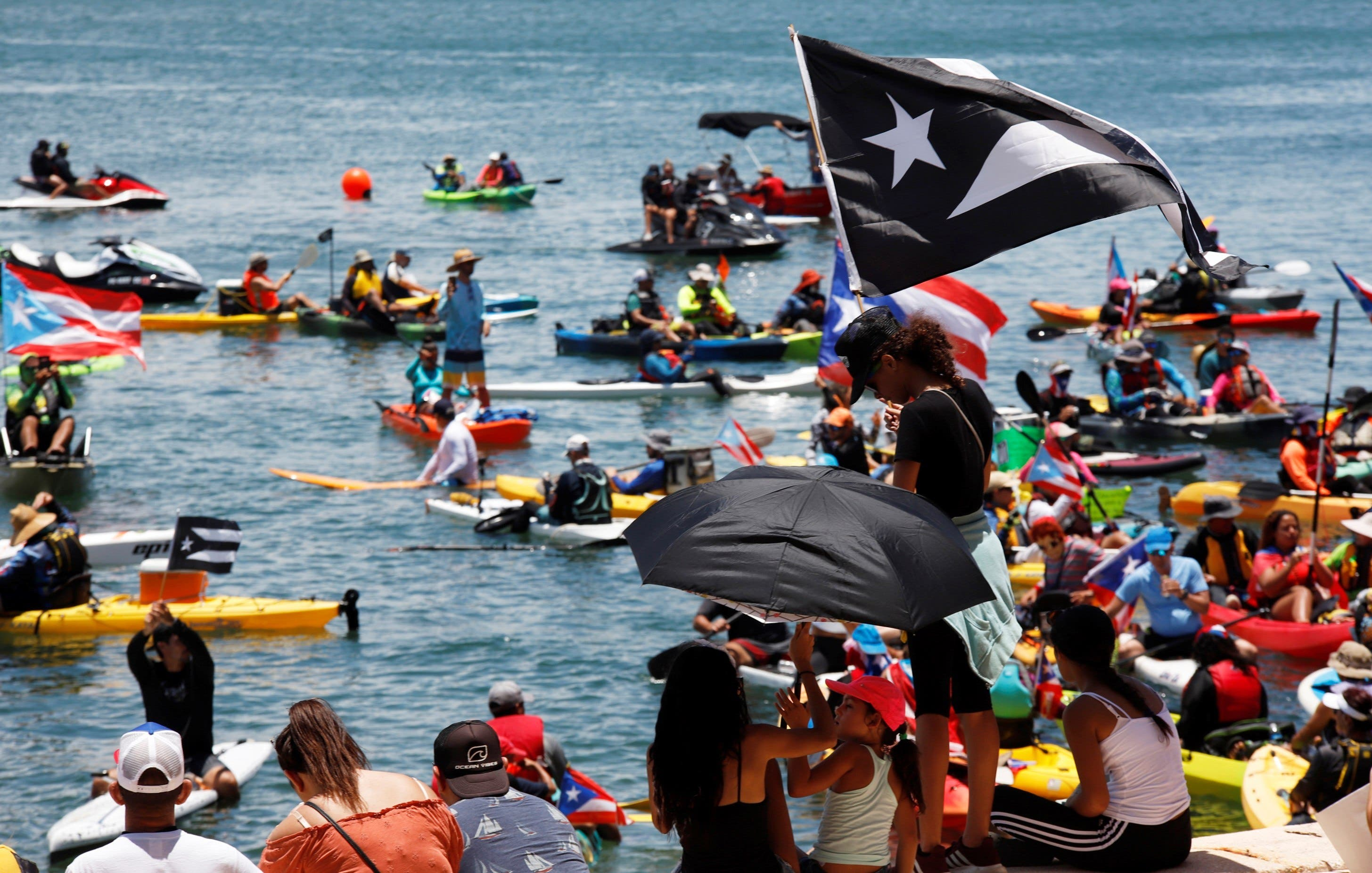 Manifestantes participan en el noveno día de protestas exigiendo la dimisión del gobernador de Puerto Rico Ricardo Rosselló este domingo, en San Juan (Puerto Rico). EFE