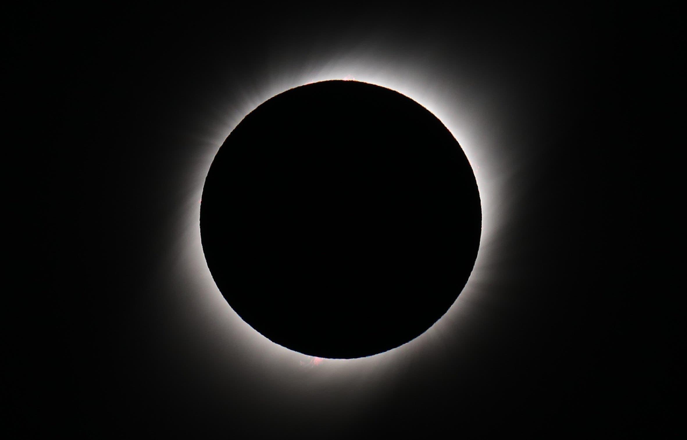 7. El sol cubierto por la luna durante el eclipse solar total, este martes en la ciudad de Merlo, San Luis (Argentina). EFE/Nicolas Aguilera