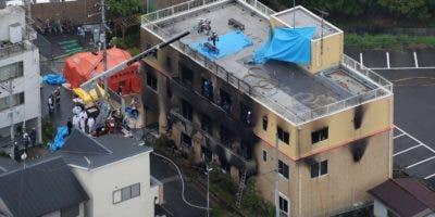 El incendio en el edificio de Kyoto Animation en Kioto, la antigua capital de Japón, comenzó luego de que un individuo arrojó un líquido no identificado para acelerar las llamas, según funcionarios de la policía y los bomberos de la prefectura de Kioto.