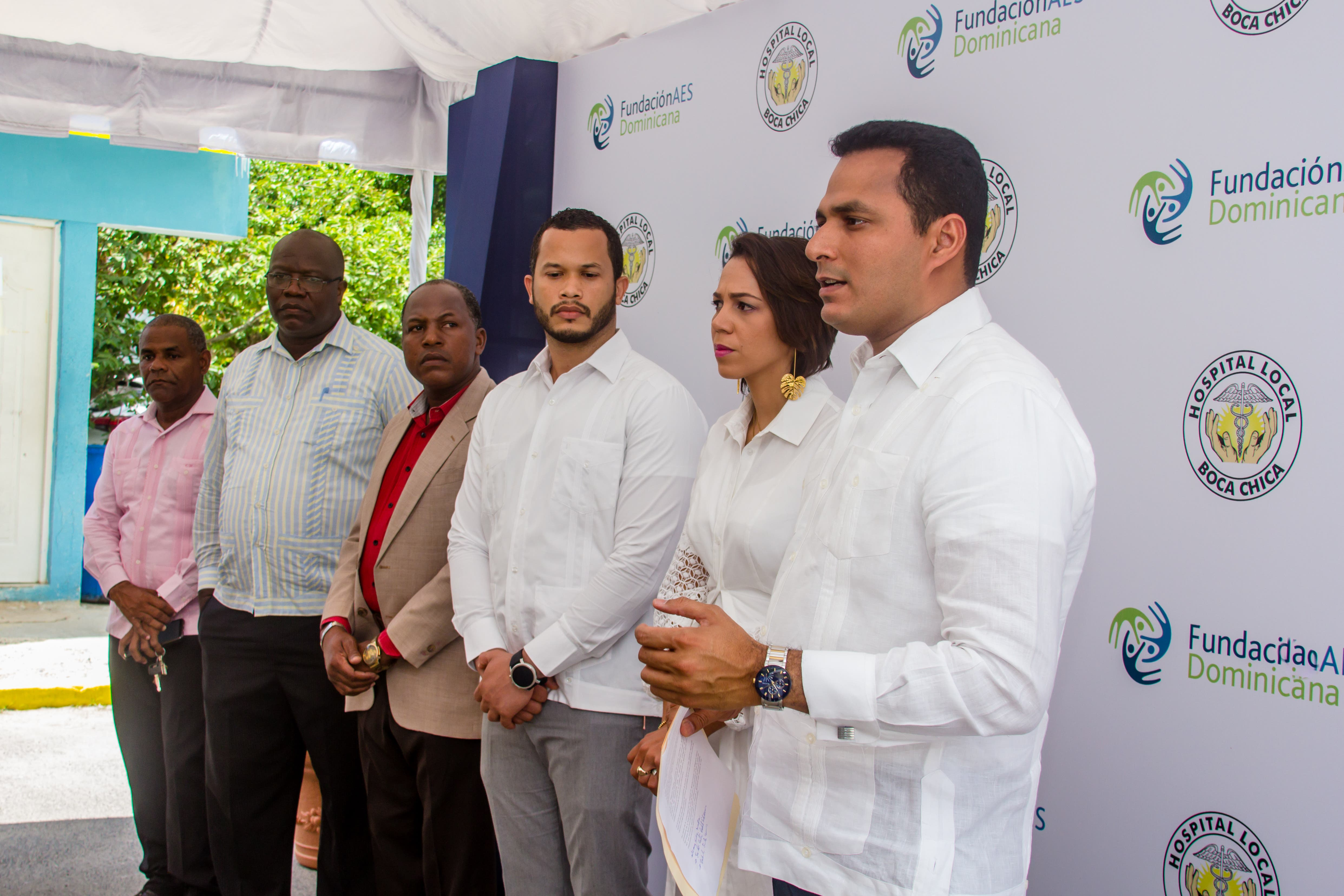 Fundación AES dona equipos y mobiliario al hospital de Boca Chica