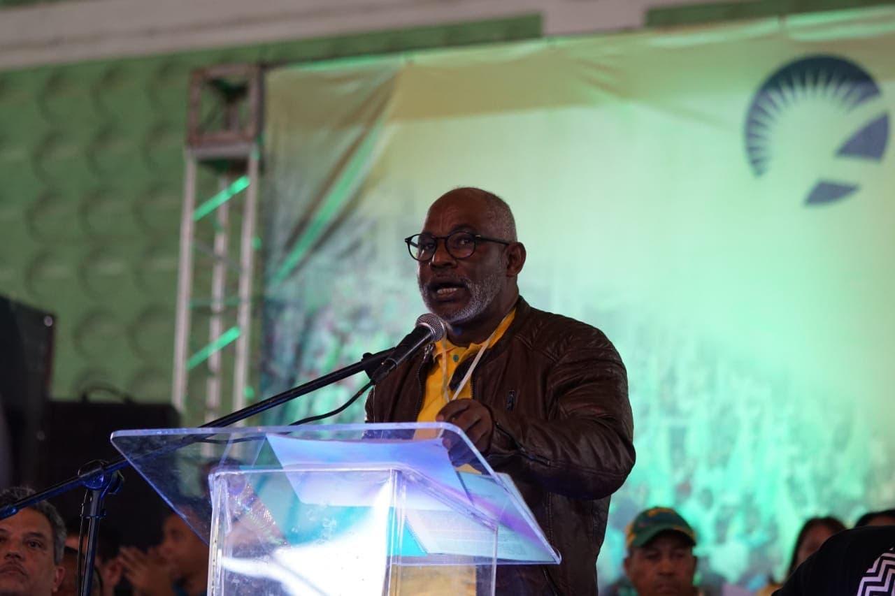 Juan Dionicio Restituyo, secretario general del Frente Amplio.