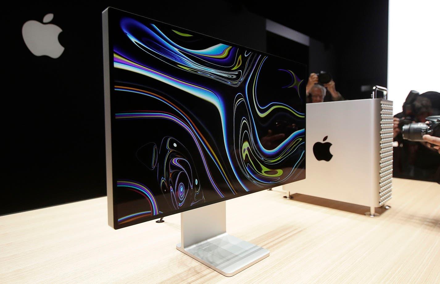 Fotografía de archivo del 3 de junio de 2019 del monitor de una Mac Pro en exhibición en el puesto de Apple en la Worldwide Developers Conference en San José, California. (AP Foto/Jeff Chiu, Archivo)