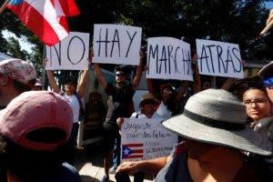 Cientos de personas participan este lunes en la marcha masiva en San Juan (Puerto Rico).