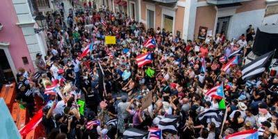 Los manifestantes exigen la renuncia del gobernador de Puerto Rico, Ricardo Rosselló.