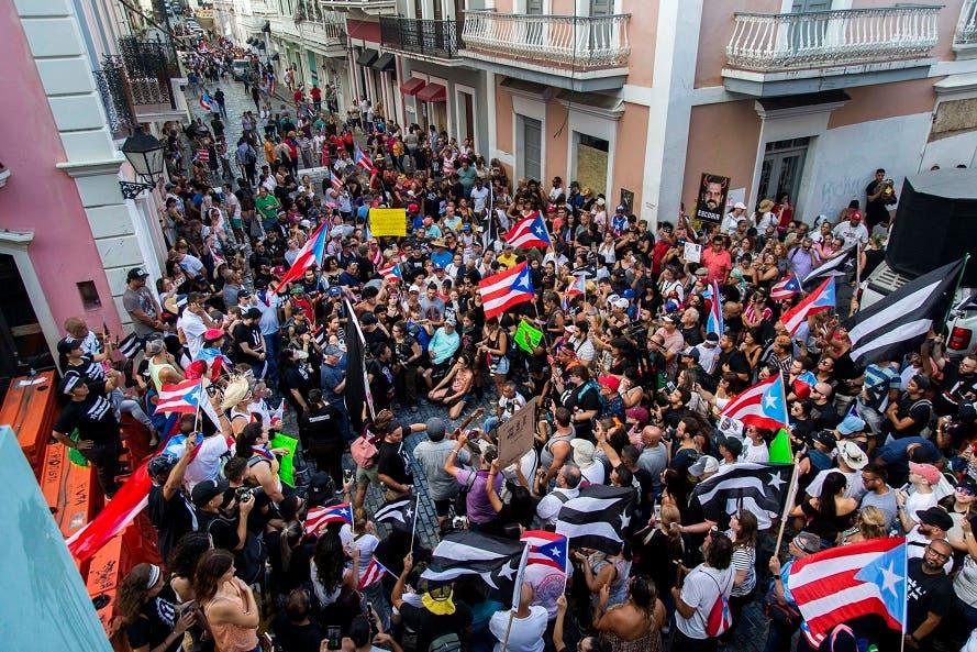 Juez de Puerto Rico ordena registrar teléfonos relacionados con chat desató crisis política
