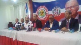 Quique Antún junto a otros dirigentes del PRSC en la rueda de prensa donde planteó una reforma constitucional inmediata.