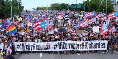 El escándalo, que ha desatado numerosas protestas en la última semana, se generó luego de confirmarse la participación de Rosselló y otros miembros del Gobierno en un chat en el que insultan y se burlan de periodistas, artistas y políticos.